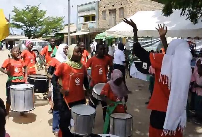Anidan-Bloko del valle Junior's Band en Mpeketoni