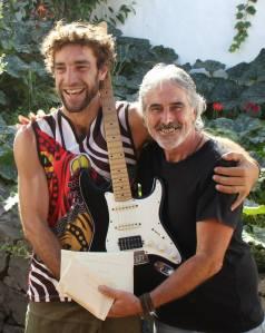 Guitarra Bloko del Valle que viaja a Kenya 2